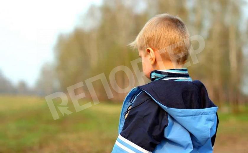 На Днепропетровщине едва говорящий и без верхней одежды ребенок потерялся в лесу