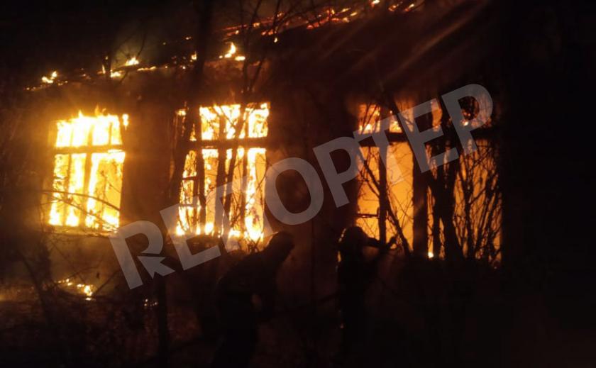 В Кривом Роге 10 пожарных гасили загоревшееся здание
