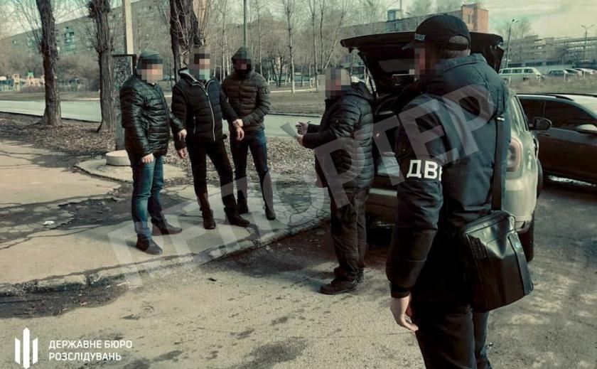 В Кривом Роге следователи ГБР задержали полицейского за взятку в размере $5000