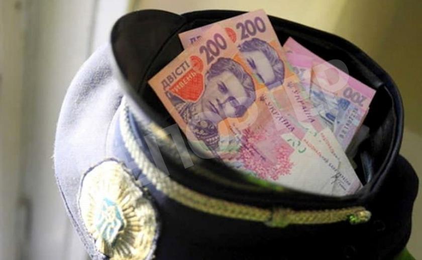 Хитрый турок хотел подкупить криворожских патрульных
