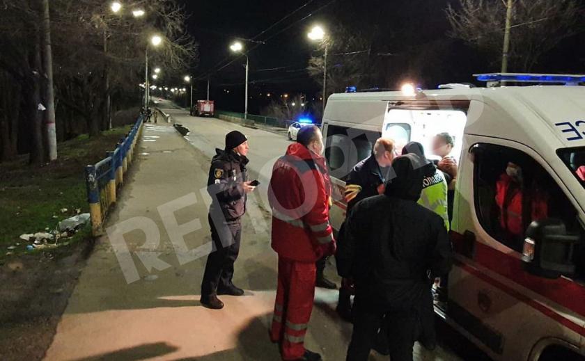 В Кривом Роге девушка прыгнула с моста, ее спасли