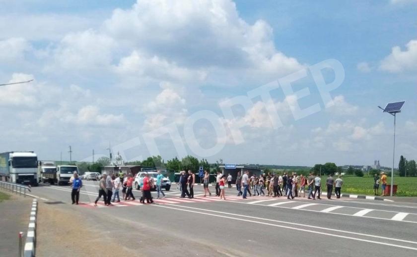 Горняки-уранщики «ВостГОКа» перекрывают трассу на Кривой Рог, требуя выплаты 169 млн. грн. долга по зарплате