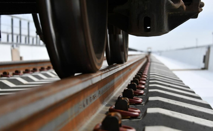 Попытка суицида: в Кривом Роге женщина бросилась под поезд