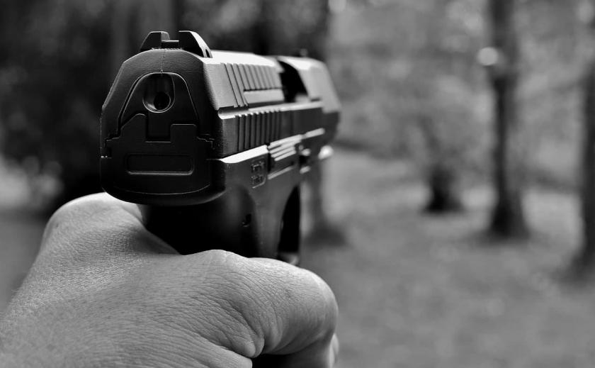 В Кривом Роге мужчина открыл стрельбу по детям