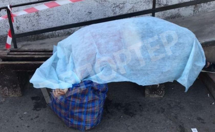 В Кривом Роге женщина умерла на скамейке возле дома