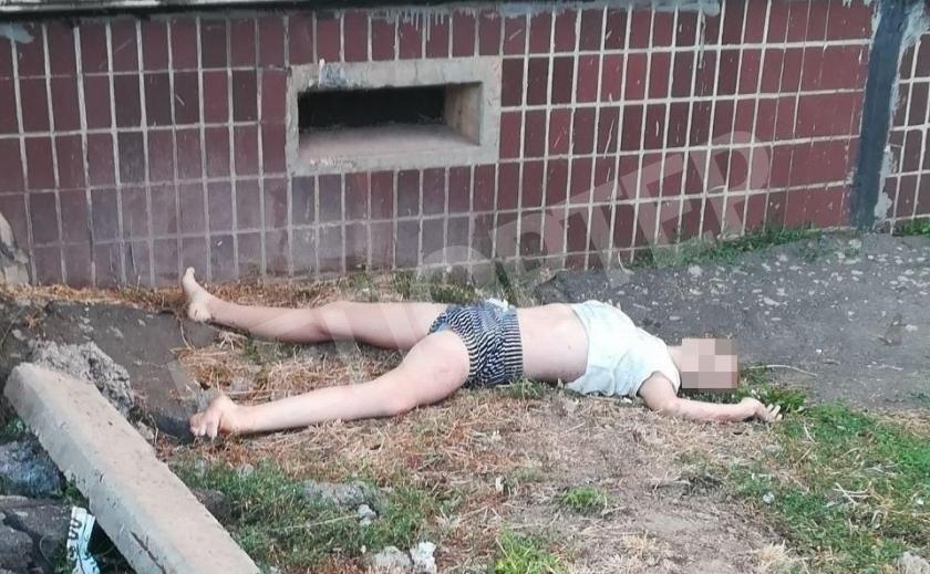 В Кривом Роге из окна квартиры выпала 12-летняя девочка