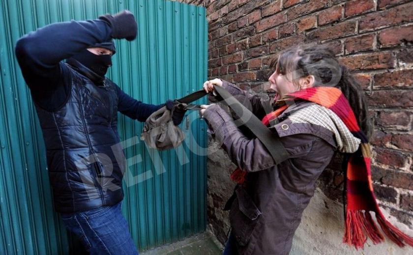 В Кривом Роге на Героев АТО ограбили женщину