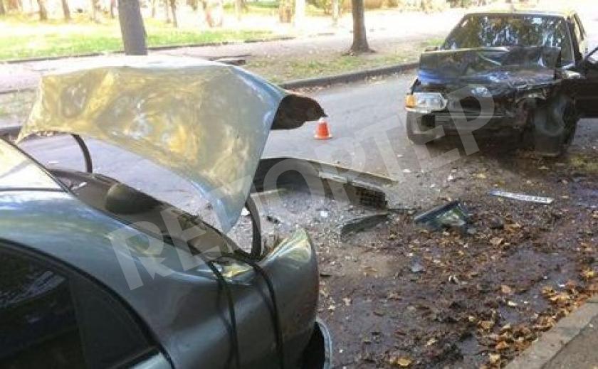 В Кривом Роге нетрезвый водитель «помял» две припаркованные машины