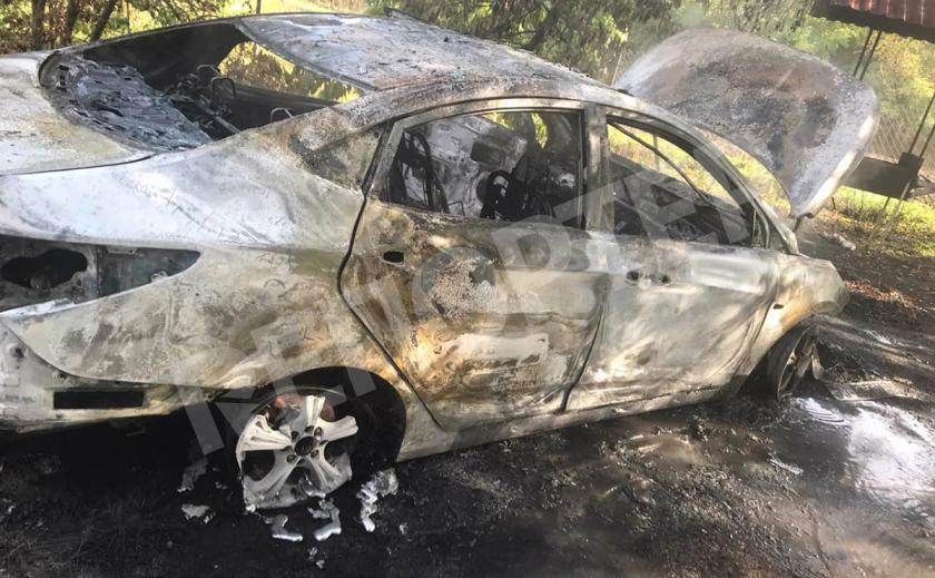 В Пятихатском районе сгорела легоковушка